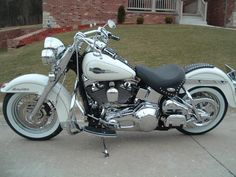 Harley-Davidson pearl white | of 6 from Album 2005 Heritage Classic Pearl White