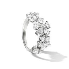 The Folie des Prés collection celebrates nature in a profusion of wildflowers, with colorful jewels forming delicately asymmetrical designs. Exquisitely crafted diamond flowers sparkle like dewdrops in a summer meadow.