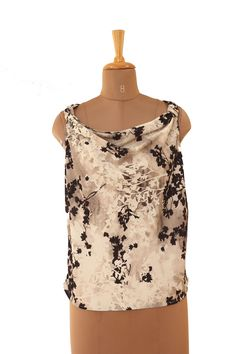 H&M Black, White Top for Rs 330 (70% Off)