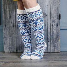 Mallin loi kirjoneule… The fabulous knitwear socks were named Rainbow Socks. The design was created by Niina Laitinen, an embroidery knitter. Knit socks with Nina's instructions. Fair Isle Knitting, Knitting Socks, Rainbow Socks, Winter Socks, Wool Socks, Diy Clothing, Handmade Clothes, Pullover, Leg Warmers