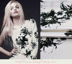 Zwart Bloemenprint Wit Elasthaan Zijde Satijn door CosyFabric