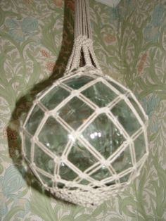Vanhan verkkokohon päälle solmeilu pellavalangalla