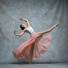 NYC Dance Project - Fabulous dance photography to share today from Photographers: Deborah Ory and Ken Browar, simply stunning. * NYC DANCE PROJECT * NYC Dance Project was crea Ballet Nyc, City Ballet, Ballet Dancers, Bolshoi Ballet, Royal Ballet, Ballerinas, Ballet Pictures, Dance Pictures, Ballet Photography