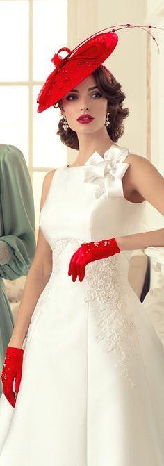Noiva de chapéu vermelho... chic demais :)