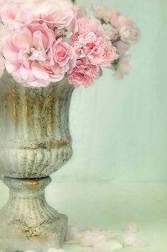 Mint Green and Pink - Roses in Urn, Floral Arrangement My Flower, Pretty In Pink, Pink Flowers, Beautiful Flowers, Flowers Vase, Romantic Flowers, Flowers Garden, Pink Roses, Flower Pots