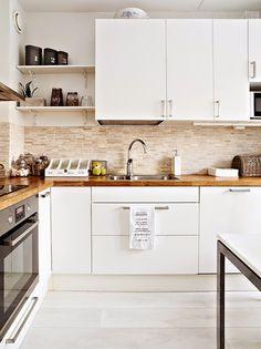 Keittiö jälkeen muutoksen(3 ensimmäistä kuvaa)           Keittiö ennen muutosta (3 kuvaa)     Eteinen jälkeen muutoksen (1 kuva...
