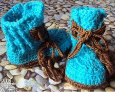 Botinhas para bebé! Personalize a botinha do seu bebé! Escolha as cores! Botas feitas com lã anti-alérgica, 70% Acrílica e 30% Poliamida. Tamanhos: zero até aos 9 meses.