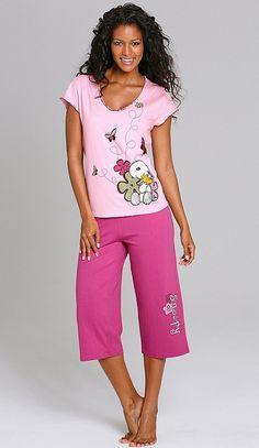 Der kuschelige Pyjama mit #Snoopy Aufdruck bringt Euch passend zum Kinostart der #Peanuts den Comic-Hund in die eigenen vier Wände.
