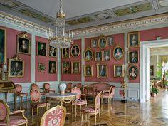 Kustavilainen sali. Kuva: Arno de la Chapelle (2005).