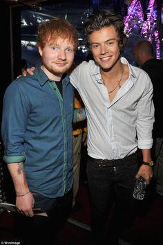 Ed Sheeran non scriverà più per i One Direction - Ed Sheeran conferma che non scriverà più canzoni per i One Direction, perchè la boyband ha imparato come fare e può proseguire lungo la strada del successo senza bisogno di aiuto. - Read full story here: http://www.fashiontimes.it/2015/10/ed-sheeran-non-scrivera-piu-per-i-one-direction/