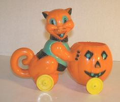 Vintage E. Rosen Rosbro Co Plastic Halloween Cat Pushing Pumpkin Candy Container