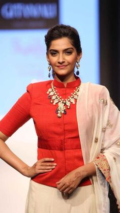Sonam Kapoor starts off India Jewelry Week! Thoughts on her look?