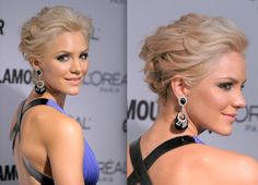 Just because you have short hair doesn't mean you can't fake a foxy updo! Katherine's stylist arranged the singer's blonde strands to appear as if they were up in a voluminous style, but really - it's all a question of pinning in the right places.