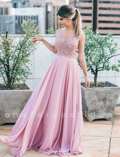 Vestidos de festa para madrinhas de casamento ou formandas Event Dresses, Bridal Dresses, Formal Dresses, Pretty Outfits, Pretty Dresses, Wedding Frocks, Princess Prom Dresses, Dress Out, Festival Dress
