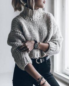 "Jacqueline Mikuta op Instagram: ""Cropped knit cuddling in a shorter sweater today, loving it! #croppedknit #knit"":"