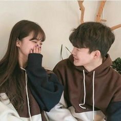 Find images and videos about girl, cute and boy on We Heart It - the app to get lost in what you love. Couple Aesthetic, Korean Aesthetic, Ulzzang Couple, Ulzzang Girl, Cute Korean, Korean Girl, Parejas Goals Tumblr, Korean Friends, Couple Goals Cuddling