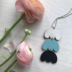 Eloisa kaulakoru moniväri | Weecos Earrings, Jewelry, Ear Rings, Stud Earrings, Jewlery, Bijoux, Schmuck, Jewerly, Ear Jewelry