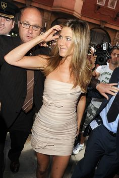"Jennifer Aniston Photos - Jennifer Aniston Launches ""The Debut Fragrance by Jennifer Aniston"" - Zimbio"