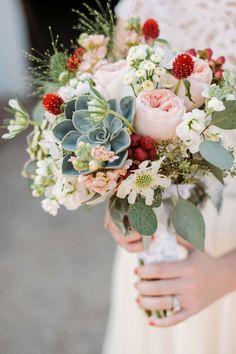 Florist: Wallflower Designs | Photography: Two Birds Photography, bouquet mariée, mariage, wedding, bride, flowers, fleurs