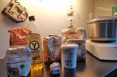 Grovbrød du aldri blir lei av – Alt om litt Vodka Bottle, Good Food, Food And Drink, Baking, Drinks, Gifts, Bread Baking, Drinking, Beverages