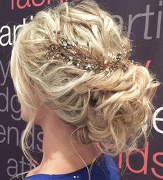 Coiffure De Mariage : Featured Hairstyle: Heidi Marie Garrett; www.hairandmakeupgirl.com; Wedding ha...