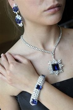 Harry Winston is beyond amazing. Gorgeous Sapphires and Diamonds