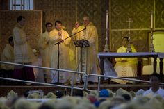 The Argentinian Pope himself wore the same raincoat and endured a stormy weather like the rest, a strong statement that he's one with the crowd. Leyte, Papa Francisco, Pope Francis, Philippines, Jan 17, Crowd, Raincoat, Painting, Strong