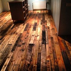 Use Pallet Wood Projects to Create Unique Home Decor Items – Hobby Is My Life Wood Pallet Flooring, Reclaimed Wood Floors, Diy Flooring, Wood Planks, Wood Pallets, Hardwood Floors, Pallet Wood, Unique Home Decor, Home Decor Items