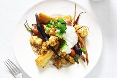 Moroccan Roasted Vegetables With Couscous. Couscous has a lovely nutty quality and is a great accompaniment to caramelised root vegetables. Most Popular Recipes, New Recipes, Vegetarian Recipes, Dinner Recipes, Vegetarian Cooking, Roasted Vegetable Couscous, Cauliflower Couscous, Moroccan Vegetables