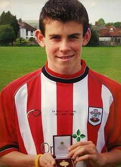 Interesting Bale factoids in this article How a painfully shy boy grew up to be the world's most expensive footballer. Read more: http://www.dailymail.co.uk/news/article-2399451/GUY-ADAMS-The-shy-boy-grew-worlds-expensive-footballer-.html#ixzz3JV4J4cku  Follow us: @MailOnline on Twitter   DailyMail on Facebook