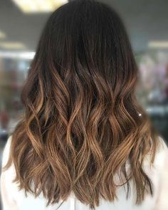 Today we are talking about hair styling for the brunette beauties. We have a selection of 21 must see ombre hair ideas. There is something for everyone from summer blonde to vibrant flashes of color…More Sombre Hair Brunette, Ombre Hair Color For Brunettes, Brunette Hair Cuts, Balayage Hair, Ombre Color, Blonde Hair, Natural Ombre Hair, Black Hair Ombre, Ombre Bob