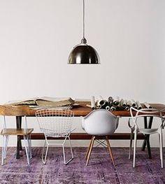 : Diferentes sillas para una mesa