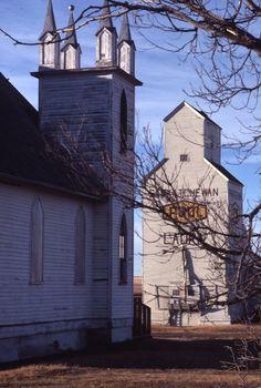 LAURA | A church and Saskatchewan Wheat Pool grain elevator in Laura, Saskatchewan | saskhistoryonline.ca