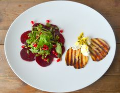 REZEPT für Rote Beete Carpaccio mit Ziegenfrischkäse, gegrillter Birne und Granatapfelkernen! YUMMY