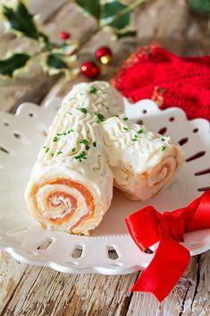 Tronchetto salato con salmone Appetizer Salads, Appetizers, Merry Christmas, Xmas, Calamari, Finger Foods, Buffet, Dinner Recipes, Menu