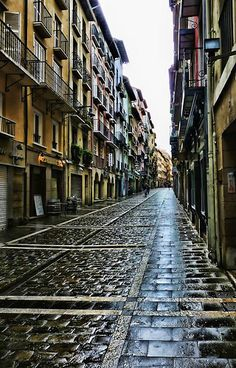 La Calle de Pamplona (the streets are empty. Loving the cobblestone and the balconies and the peace that exists despite the hectic festivities!)