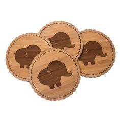 4er Set Untersetzer Rundwelle Elefant aus Bambus  Natur - Das Original von Mr. & Mrs. Panda.  Diese runden Untersetzer als 4er Set mit einer wunderschönen Wellenform sind ein besonderes Highlight auf jedem Esstisch. Jeder Gläser Untersetzer wurde mit viel Liebe handgefertigt und alle unsere Motive sind mit besonders viel Hingabe von unserer Designerin gestaltet worden. Im Set sind jeweils 4 Untersetzer enthalten.    Über unser Motiv Elefant  Dickhäuter kommen neben dem Zoo in freier Wildbahn…