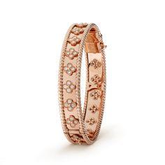 Perlée clover bracelet, medium model, Gold - VCARN5B200 - Van Cleef & Arpels