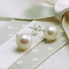 Add the finishing touches to your wedding outfit with our unique range of wedding jewellery. We've got engraved cufflinks, bespoke necklaces and so much more. Jade Jewelry, Rose Gold Jewelry, Women Jewelry, Glass Jewelry, Pearl Stud Earrings, Pearl Studs, Dreamland Jewelry, Freshwater Pearl Bracelet, Initial Bracelet