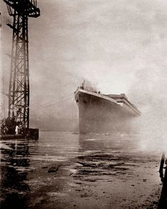 A beautiful photo show RMS Titanic shorty after being launched in Belfast. Real Titanic, Titanic Photos, Titanic Ship, Titanic History, Liverpool, Caesars Palace, Historical Pictures, Cool Pictures, World