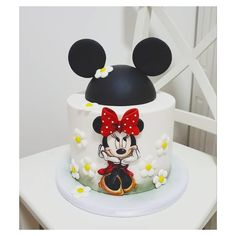 Minnie Mouse Cake, Cake Toppers, Birthday Cake, Desserts, Cakes, Food, Pastries, Tailgate Desserts, Birthday Cakes