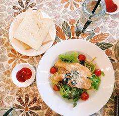 9 quán cafe nền gạch hoa cực nghệ ở Sài Gòn mà bạn nên ghé qua... chụp hình - Ảnh 19. Parrot Flying, Outdoor Cafe, Coffee Shop Design, Cafe Food, Feta, Decor, Life, Blue Prints, Decoration