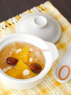 Nourishing Dessert: Papaya, snow fungus and almonds soup This is a Chinese dessert which I tried at a famous dim sum restaurant in Hong Kong last month. When I tried the dessert, I thought this is something I can try to recreate at home since I have made something similar before - snow fungus with