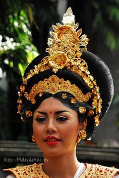 Really cool Thai headpiece and hair-do.