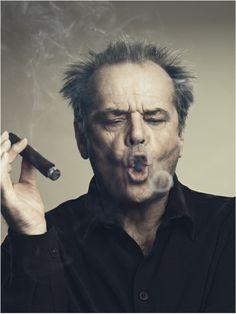 Carlão fumando charuto