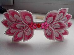 .. Ribbon Art, Diy Ribbon, Ribbon Crafts, Flower Crafts, Ribbon Bows, Kanzashi Tutorial, Hair Bow Tutorial, Cloth Flowers, Fabric Flowers