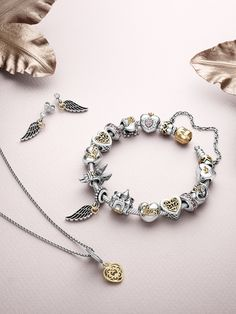 The perfect pieces for a complete fairy tale look! #PANDORA #PANDORAnecklace #PANDORAearrings #PANDORAbracelet