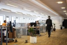A clean office is going to attract many investors and clients. Check out these tips and tricks you can use for office cleaning. Bureau Design, Office Plan, The Office, Office Ideas, Church Office, Desk Office, Office Setup, Small Office, Office Furniture