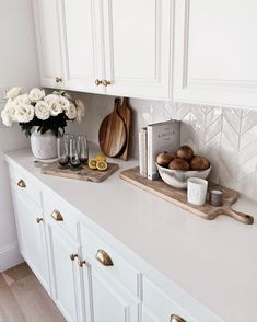 5 TIPS ON CREATING A CALMING SPACE - Stylin By AylinStylin By Aylin | Interior Design | Fashion | Lifestyle Kitchen Countertop Decor, Kitchen Dinning, Home Decor Kitchen, Kitchen Interior, New Kitchen, Home Kitchens, Kitchen Design, Kitchen Ideas, Kitchen Counter Decorations