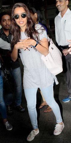 Shraddha Kapoor Bikini, Shraddha Kapoor Cute, Casual Work Outfits, Sporty Outfits, Beautiful Bollywood Actress, Most Beautiful Indian Actress, Stylish Dress Designs, Stylish Dresses, Bollywood Stars